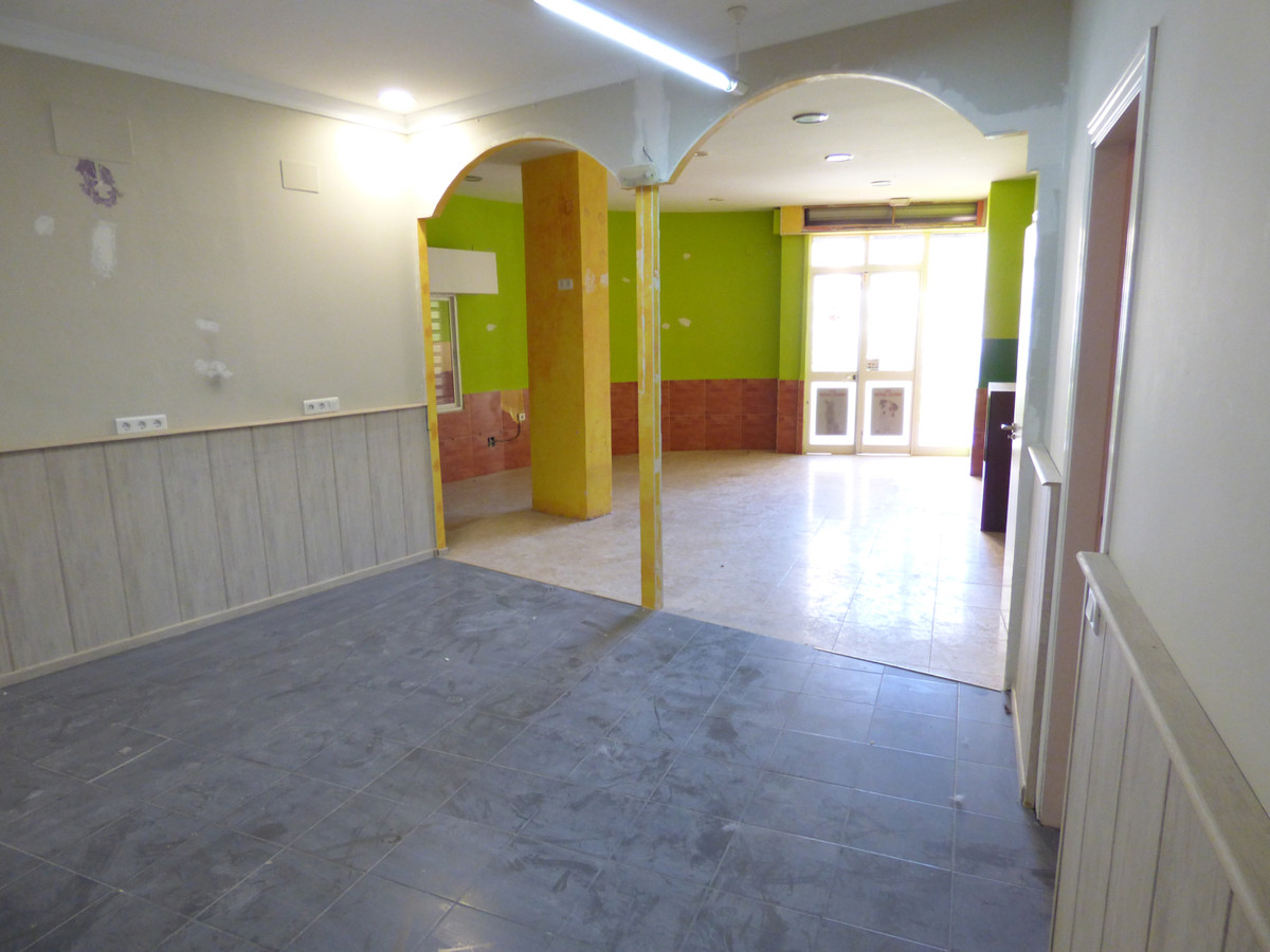 LOCAL OF 88M2 WITH GREAT TERRACE IN PRIVILEGED AREA IN THE AVENUE OF BENALMADENA. THE LOCAL IS IN GR, Spain