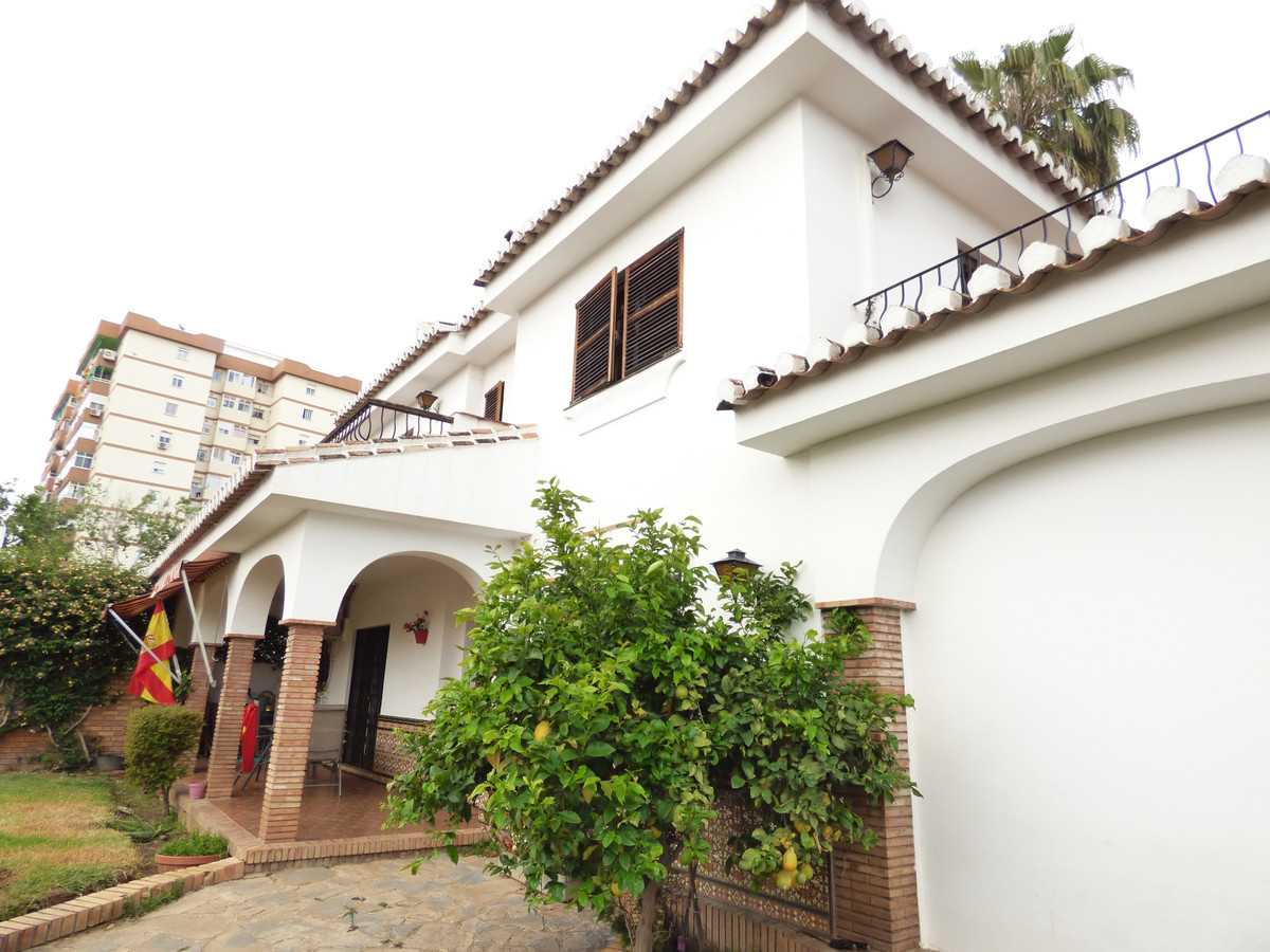 BEAUTIFUL PAREADO LOCATED IN PEOPLE LOPEZ, IN FULL CENTER OF FUENGIROLA, A FEW MINUTES FROM FERROCAR,Spain