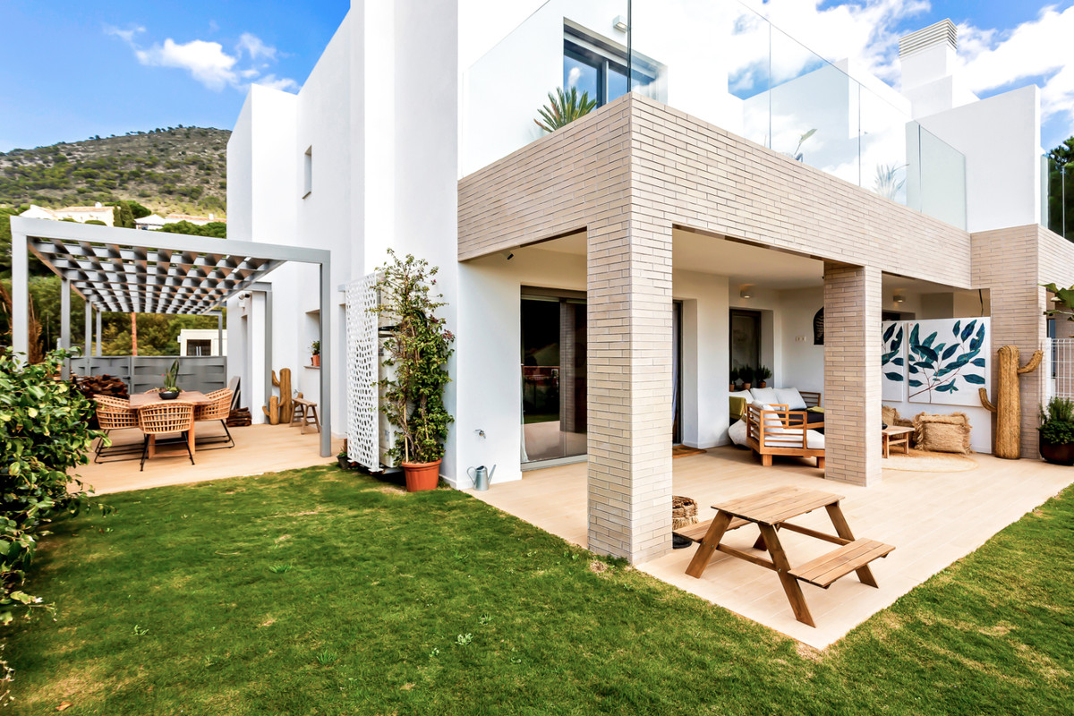 MODERN AND COZY SEMI-DETACHED HOUSE, BRAND NEW IN A PRIVILEGED AREA OF LA RESERVA DE HIGUERON. WITH , Spain