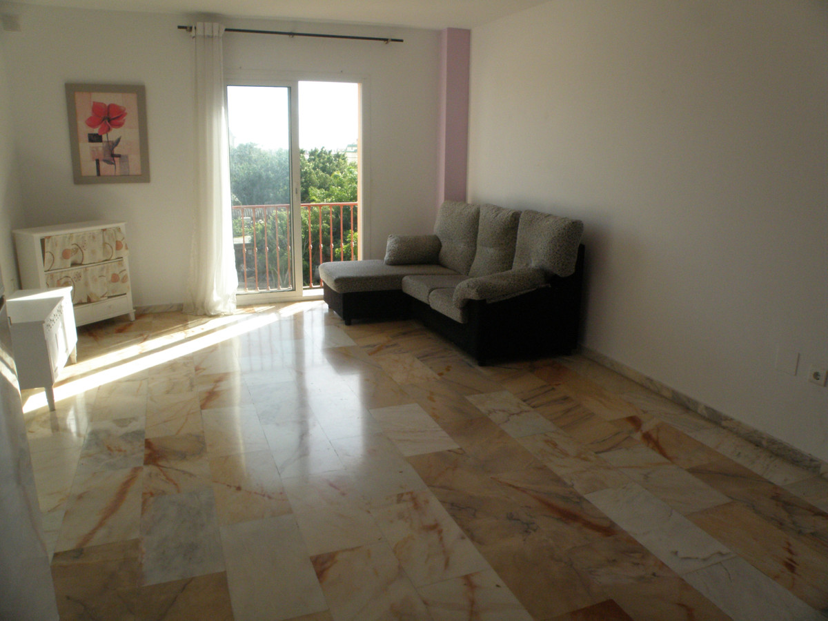 BRIGHT APARTMENT IN AREA ZOO FUENGIROLA, NEAR SHOPPING AREA, WITHIN WALKING DISTANCE OF EVERYTHING. ,Spain