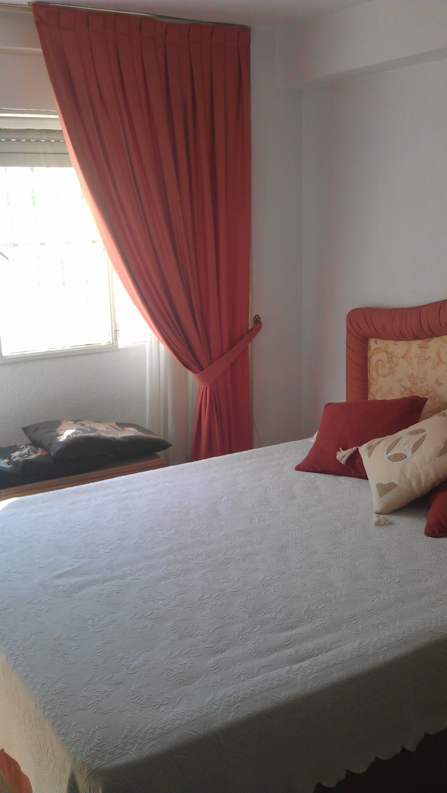 Great apartment of 100 square meters, three bedrooms, two bathrooms, with utility room, terrace, equ, Spain