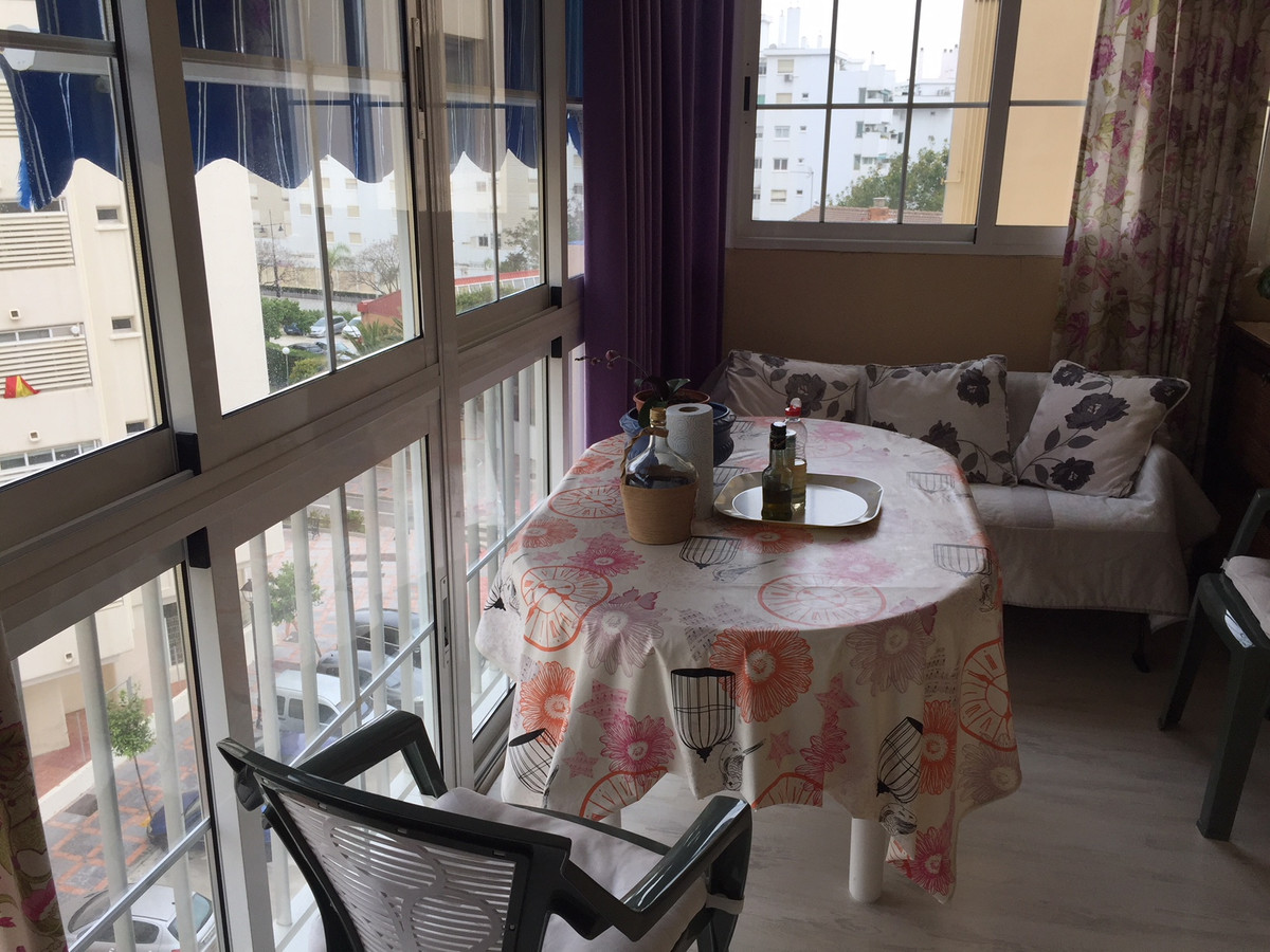 MAGNIFICENT FLAT IN FUENGIROLA, ON A FIFTH FLOOR WITH ELEVATOR, HAS THREE BEDROOMS AND TWO BATHROOMS, Spain