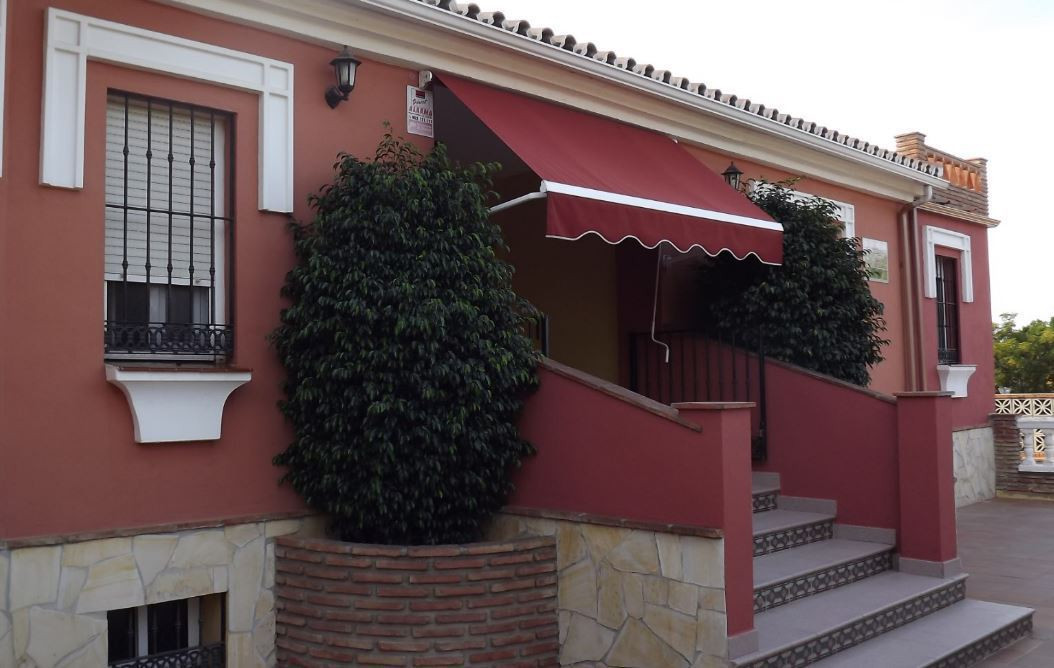 Superb villa in a dream location. Spacious kitchen, Andalusian patio, 5 bathrooms and 2 toilets. Sep, Spain