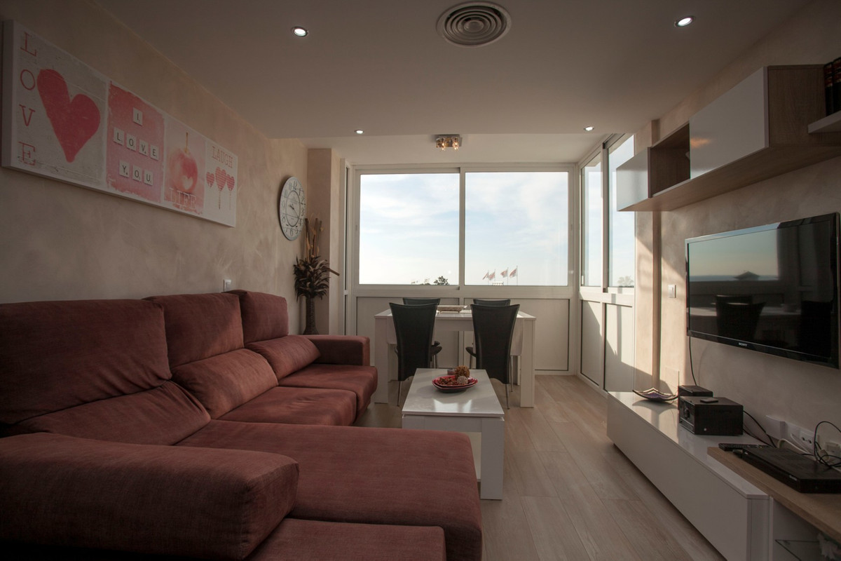 BEAUTIFUL APARTMENT WITH VIEWS TO THE SEA, 2 BEDROOMS. NEARBY SHOPPING, ALL KINDS OF SERVICES IN URBSpain