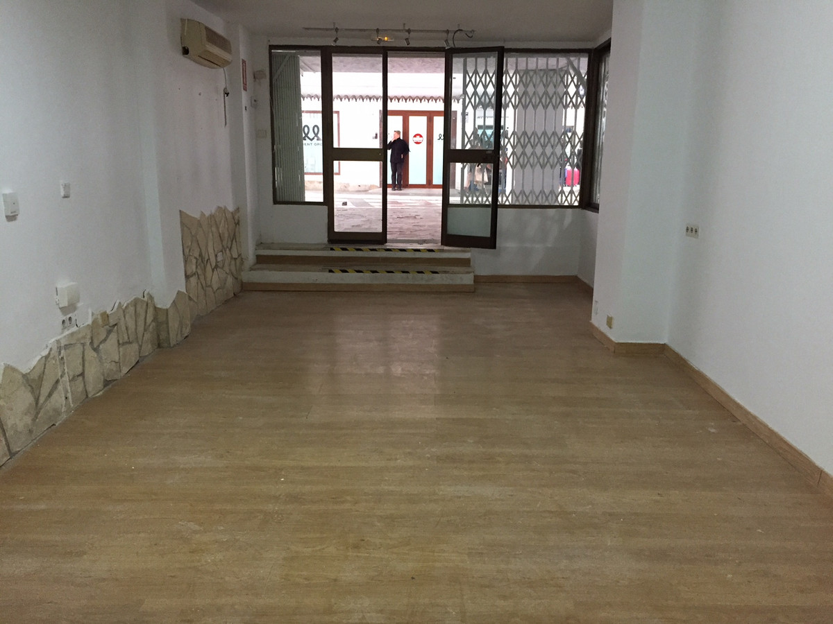 COMMERCIAL LOCAL OF 40 SQUARE METERS, SITUATED IN THE RAMPS IN FUENGIROLA. IT IS IN PEDESTRIAN PASSA,Spain
