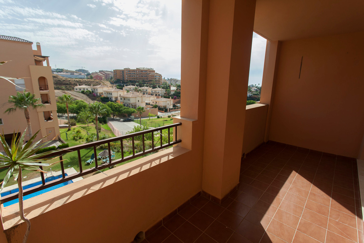 BEAUTIFUL APARTMENT OF 3 BEDROOMS, WITH EQUIPPED KITCHEN AND LAUNDRY AND TWO BATHROOMS. COMMON AREAS, Spain