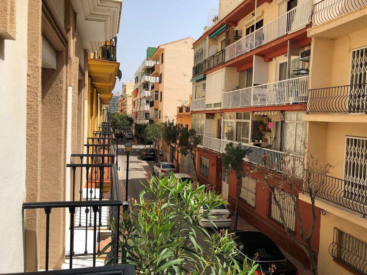 This downtown apartment of unbeatable location, and many meters has three bedrooms and two bathrooms, Spain