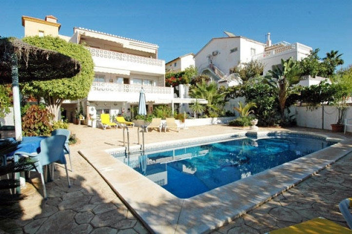 Luxurious villa consisting of 3 separate apartments, each with 2 bedrooms, fully furnished with a la, Spain