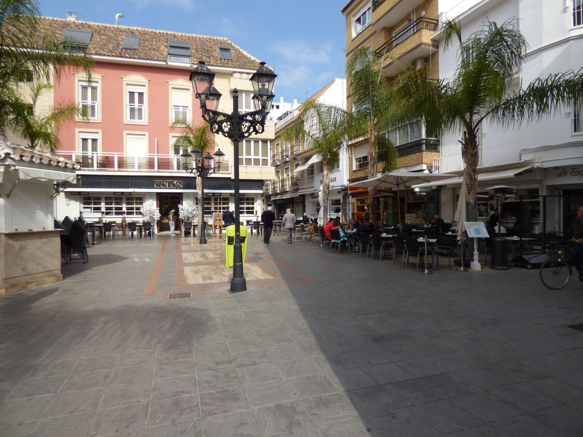 COMMERCIAL SPACE 350 M² IN THE CENTRE OF FUENGIROLA, CONSISTS OF 2 CLOSED WAREHOUSES, 1 BATHROOM DIV,Spain