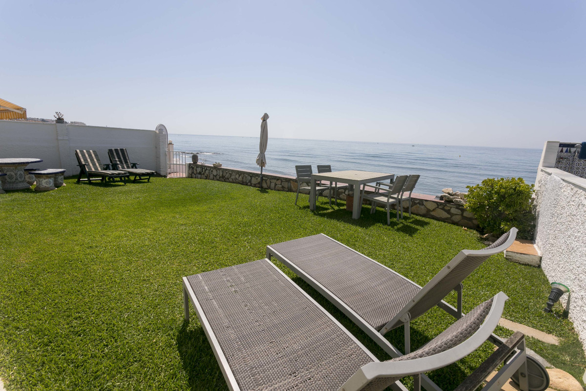 AUGUST 2019 If you did not find your ideal home ... on the first line beach, in a quiet area and nex,Spain