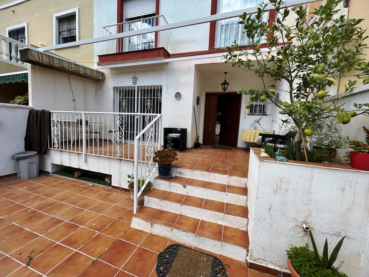 BEAUTIFUL APARTMENT FOR SALE! In Fuengirola, in the lower area of Los Pacos, terraced house with 4 f,Spain