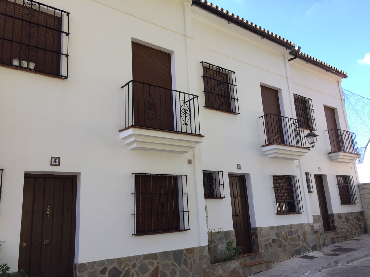 SINGLE-FAMILY TOWNHOUSE IN MONTECORTO, ROUND. TWO FLOORS, COMPOSED OF PLANT FLOOR KITCHEN, DINING RO, Spain