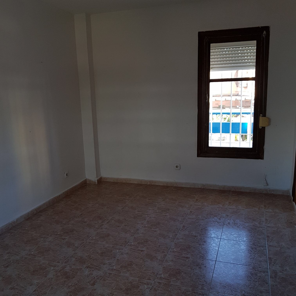 Luminous apartment of 137m2, near the center and cultural and sports areas. It consists of 3 double ,Spain