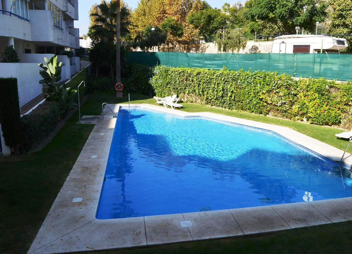 floor with 2 bedrooms, 1 bathroom, living room and kitchen in an unbeatable area, a terrace of 6m2 t, Spain