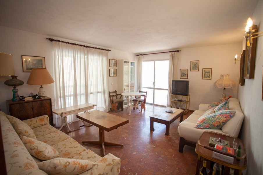 Secound Line apartment located in the heart of Fuengirola , just steps from the promenade and the be,Spain