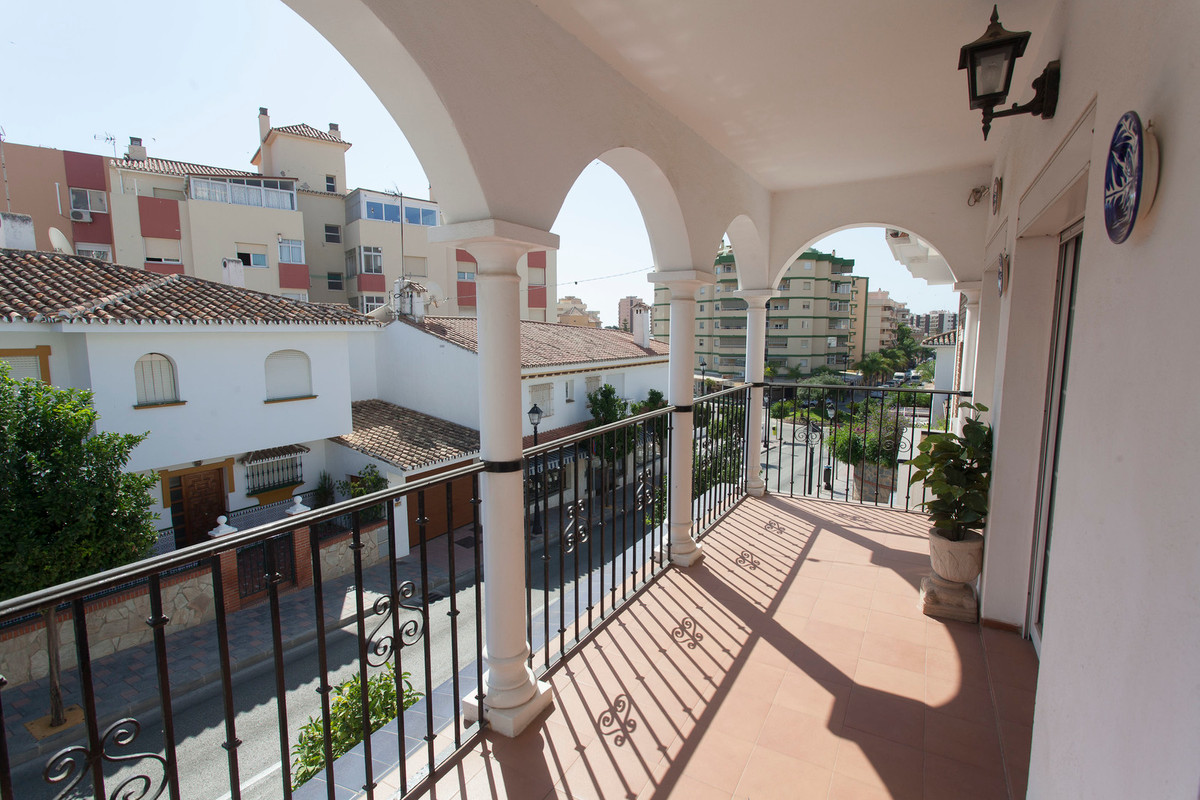 Fantastic apartment in the center of Fuengirola, consists of 3 bedrooms, 2 bathrooms, kitchen, wardr, Spain