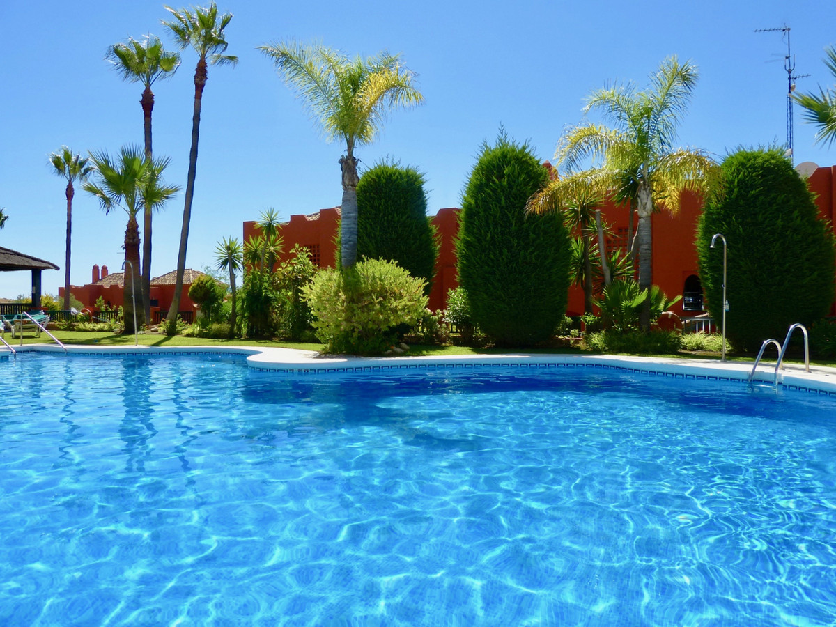 Lovely ground floor corner apartment located in an immaculate urbanization in upper Calahonda. The a,Spain