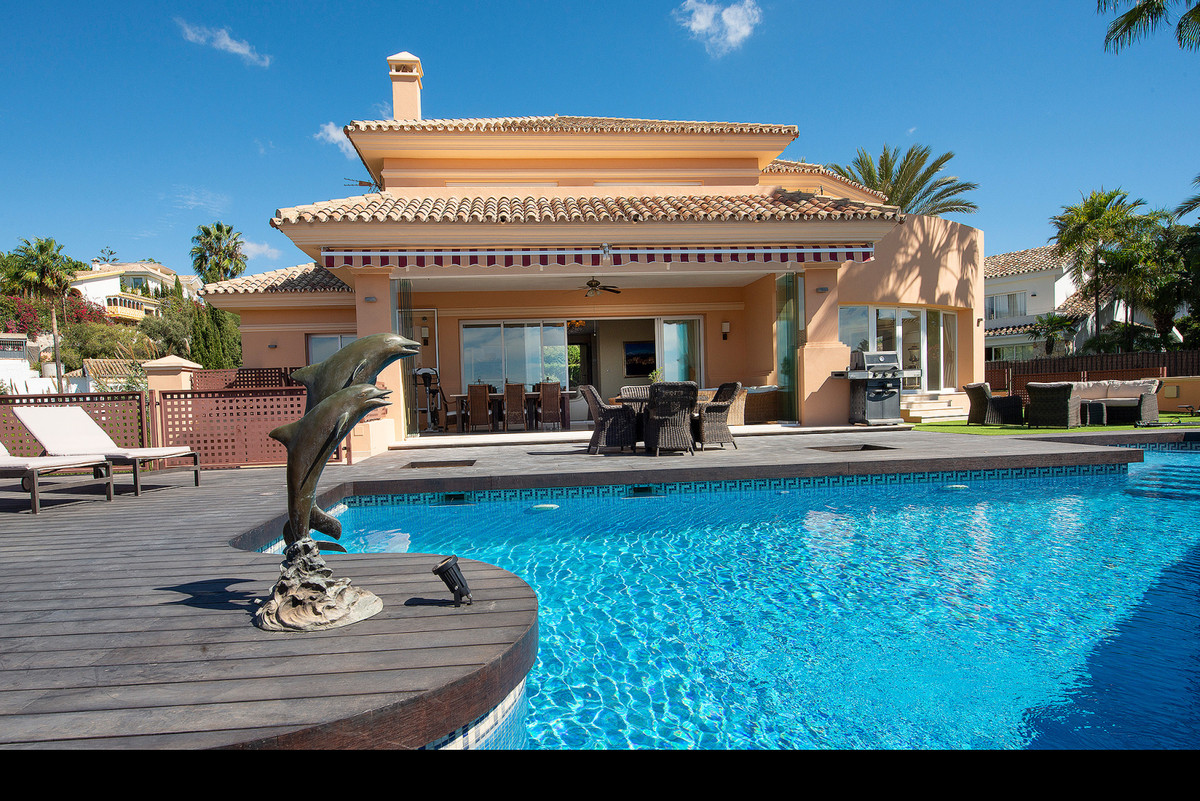 Spectacular villa with 4 bedrooms and 4.5 bathrooms - recently renovated throughout and in excellent,Spain