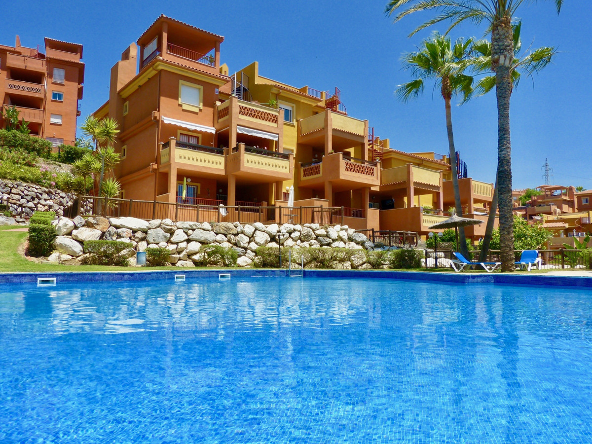 This charming, south-facing 2 bedroom, 2 bedroom apartment is in great condition throughout, ready t,Spain