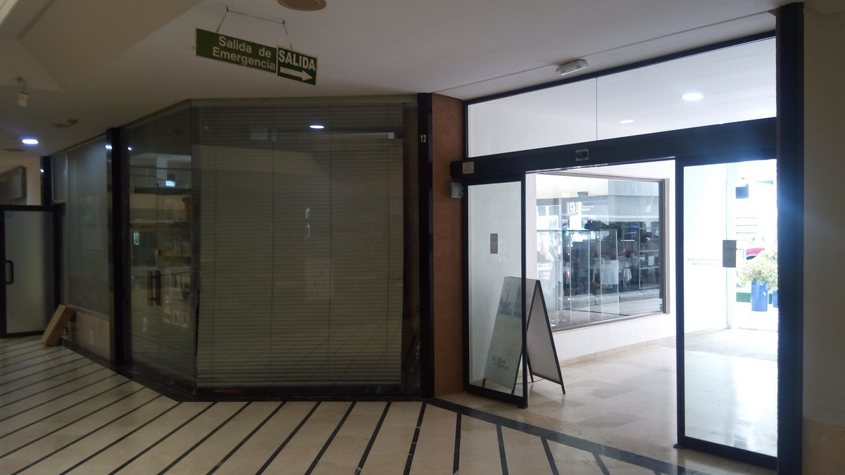 """100% SALE NOT TRASPASO PROFITABLE PROPERTY IN THE POPULAR SHOPPING CENTER """"CRISTAMAR"""" IN P,Spain"""