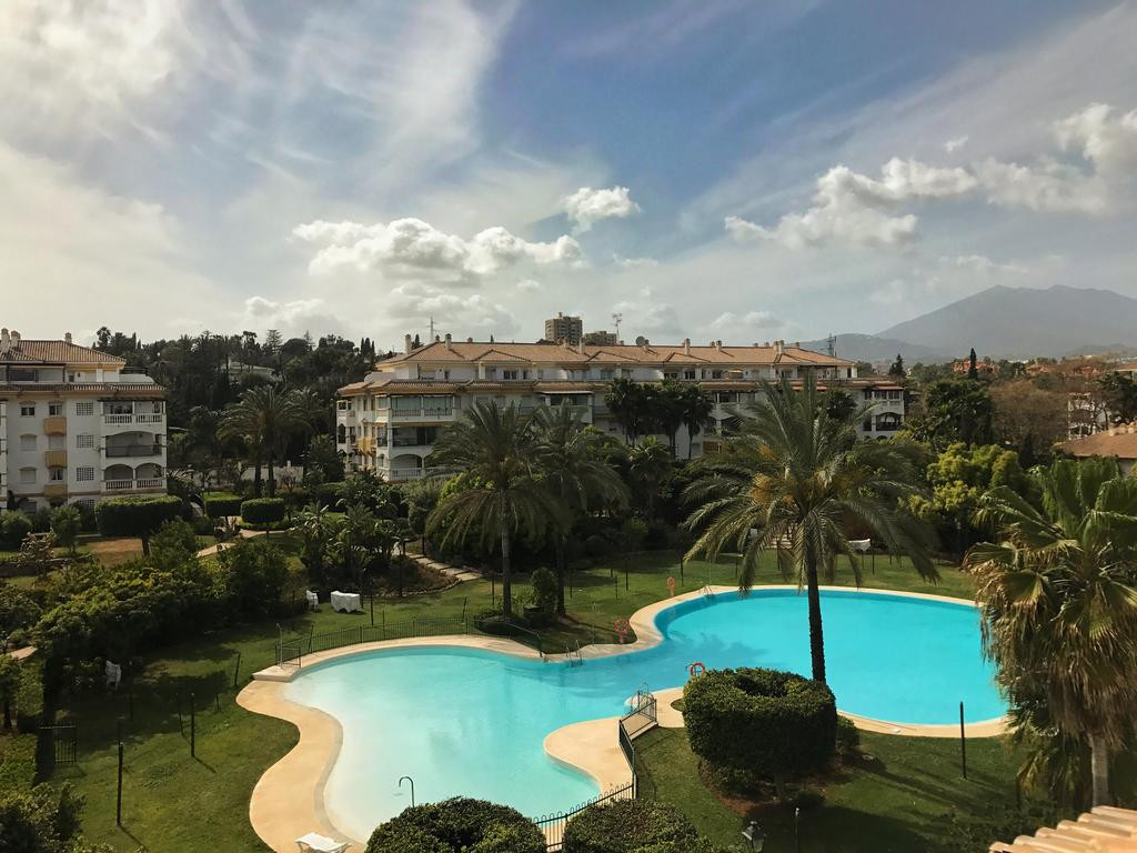 URGENT SALE! 4 BEDROOMS APARTMENT FOR THE PRICE OF 2 BEDROOMS APARTMENT! PUERTO BANUS (MARBELLA) FAMSpain