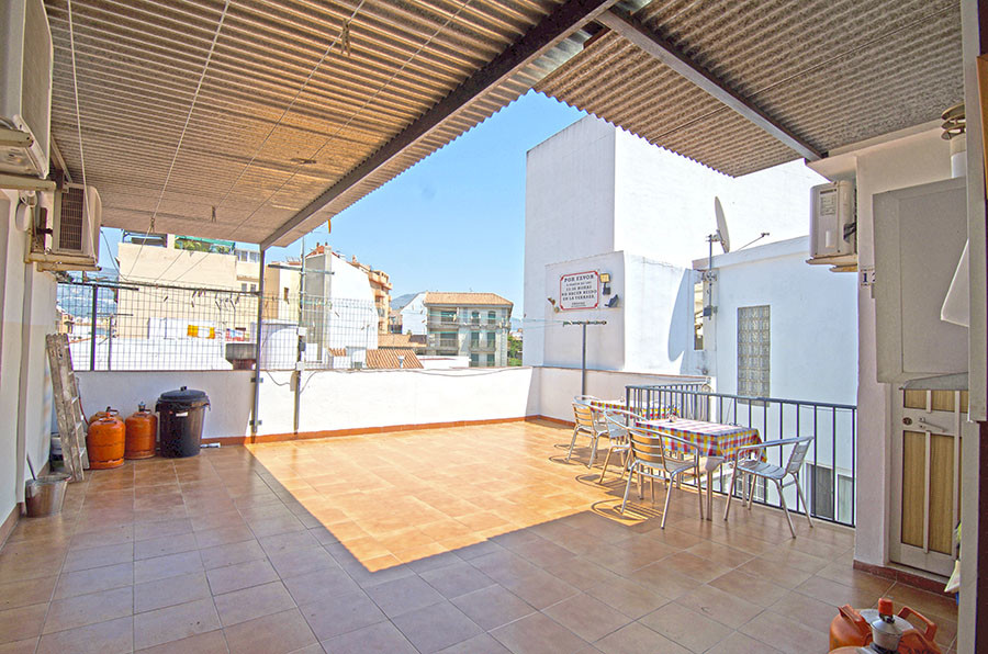 Beautiful hostel just a few minutes from Fuengirola. The Hostal has a ground floor with 5 rooms with,Spain