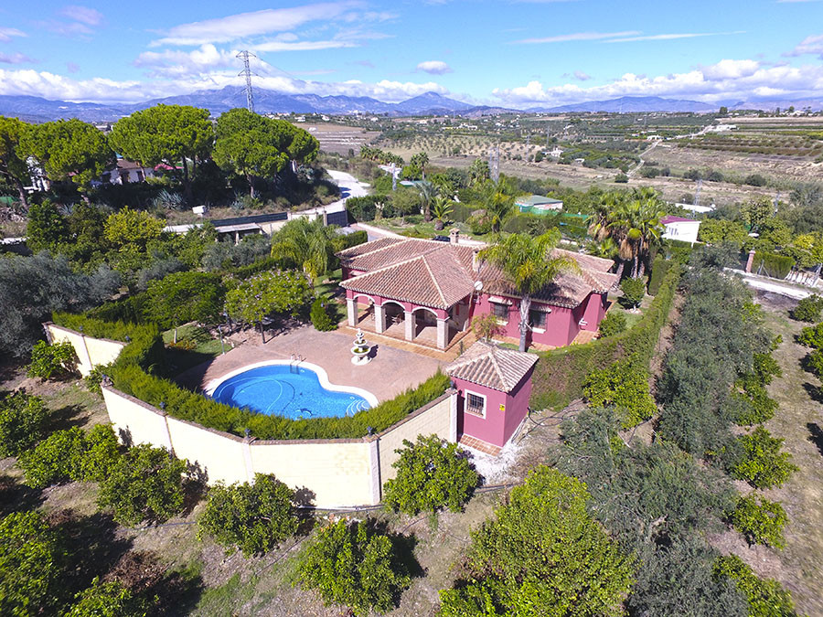 Country house between Coin and Alhaurin el Grande  House of 240m useful plus 30m of covered terrace ,Spain