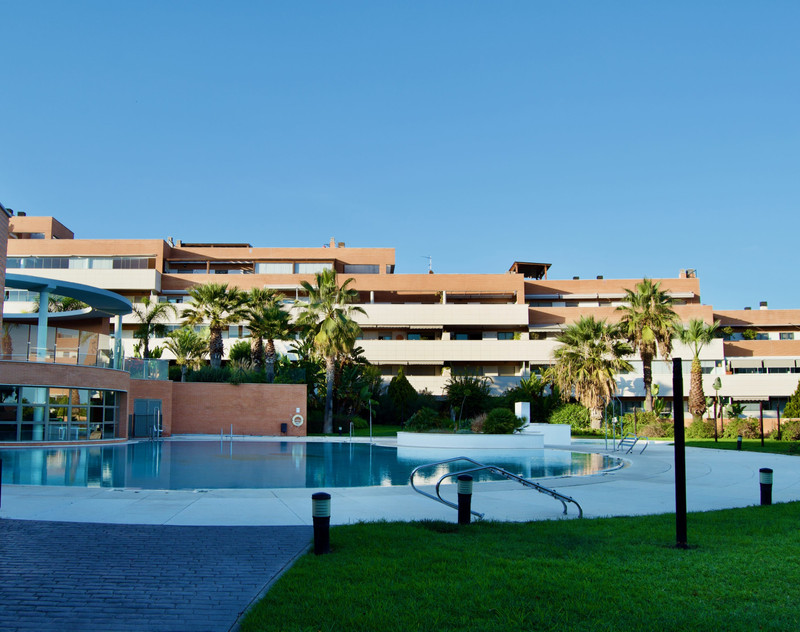 Marbella Banus Apartamento Planta Media a la venta, El Pinillo – R3535903