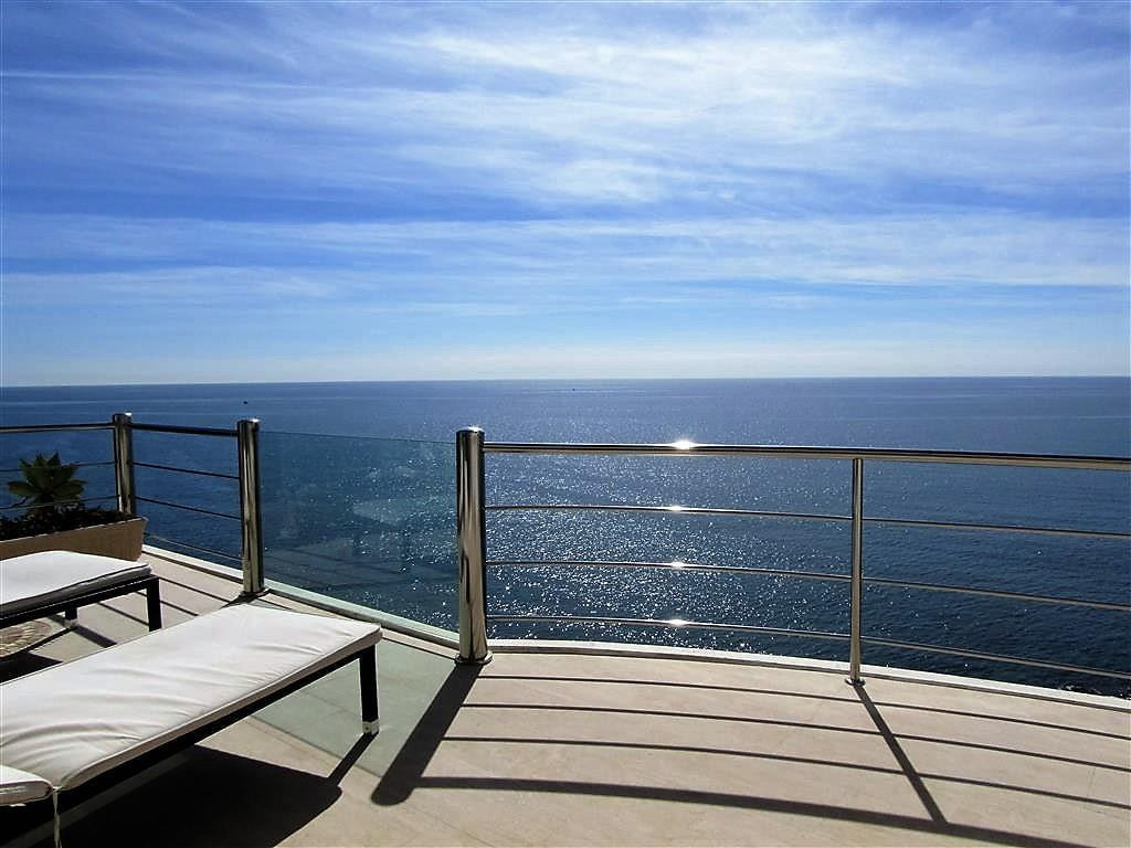 Exclusive luxury property front line in Benalmadena Costa. Outstanding finishes and domotic. Bright ,Spain