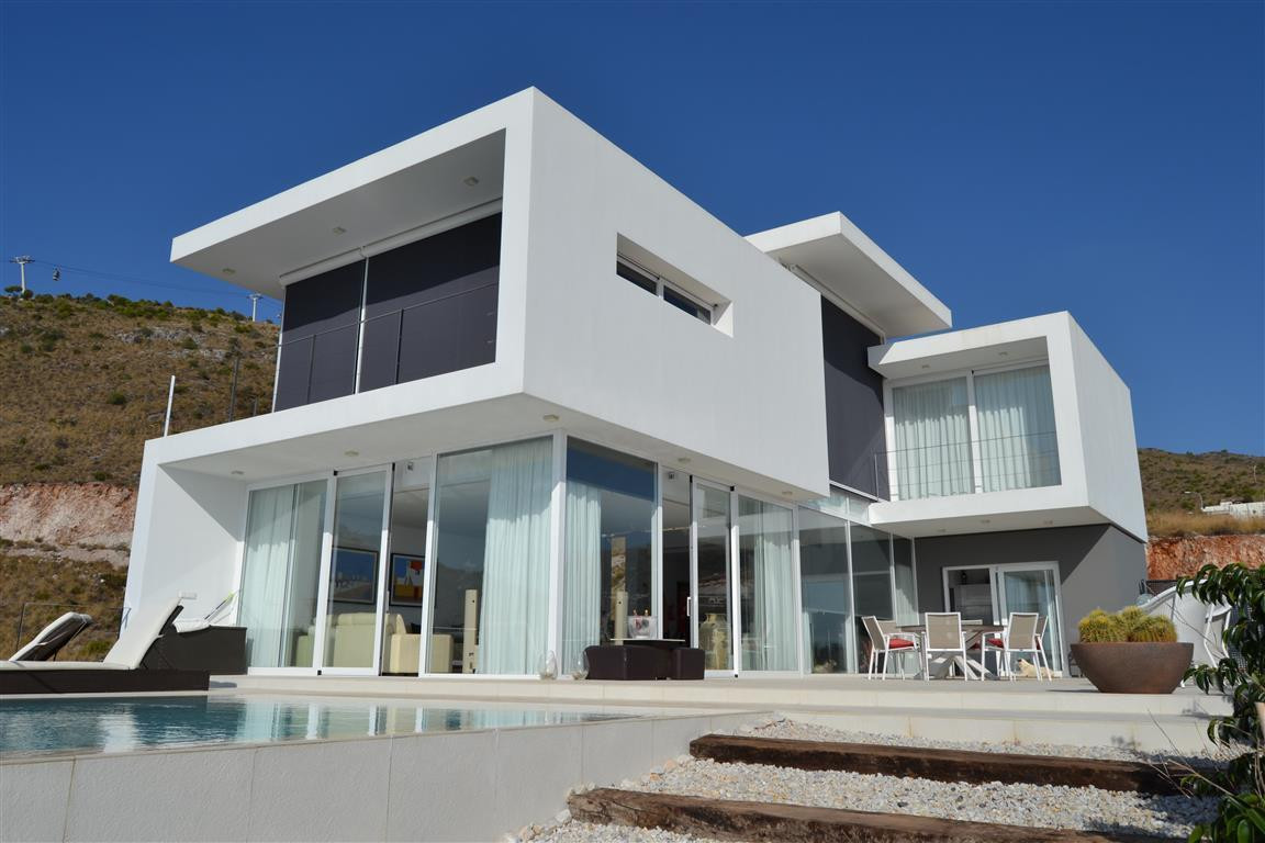 Detached Villa, Arroyo de la Miel, Costa del Sol. 3 Bedrooms, 2.5 Bathrooms, Built 260 m², Garden/Pl Spain