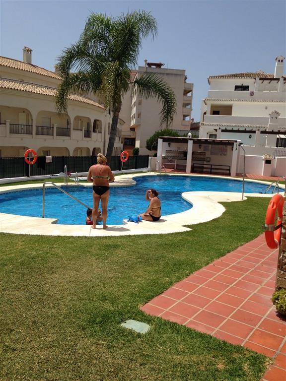 Apartamento en venta en Torrequebrada con vistas al mar y ubicado en urbanizacion selecta con piscin,Spain