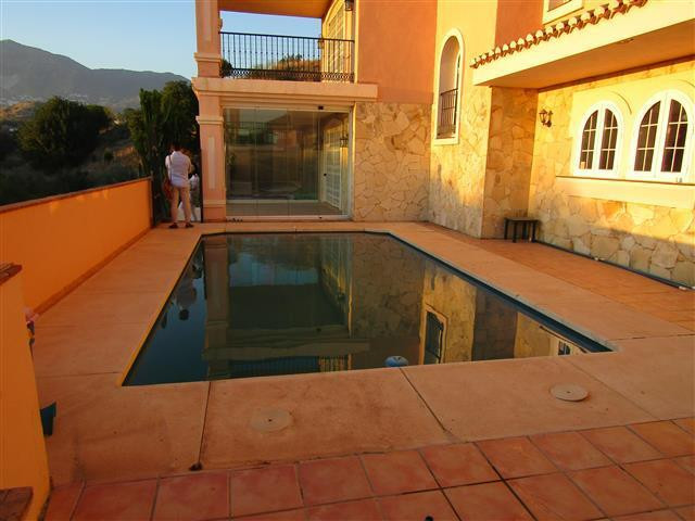 Detached Villa, Torreblanca, Costa del Sol. 4 Bedrooms, 3 Bathrooms, Built 270 m², Garden/Plot 1206 , Spain