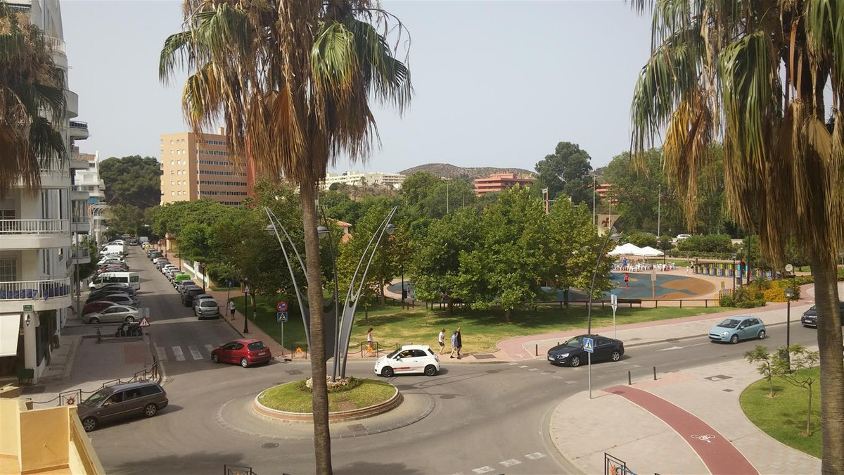 Middle Floor Apartment, Fuengirola, Costa del Sol. 3 Bedrooms, 2 Bathrooms, Built 115 m², Terrace 38, Spain