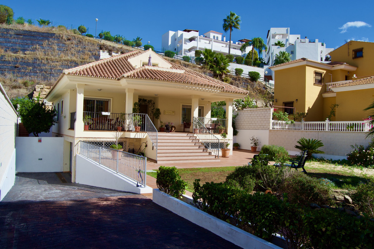 Detached Villa, Benalmadena Costa, Costa del Sol. 5 Bedrooms, 4 Bathrooms, Built 408 m², Garden/Plot, Spain