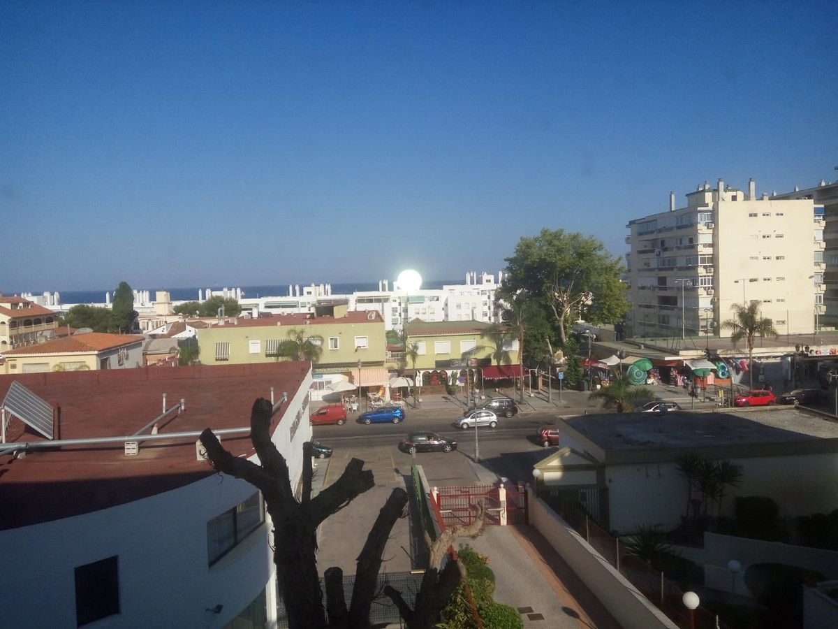 Middle Floor Apartment, La Carihuela, Costa del Sol. 3 Bedrooms, 2 Bathrooms, Built 110 m², Terrace  Spain