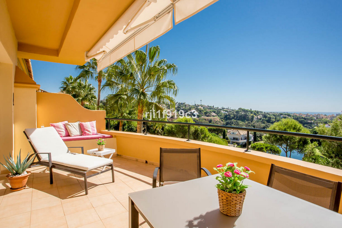 Stunning 2 bedroom apartment in Elviria Hills recently renovated. It offers a brand new kitchen comp,Spain