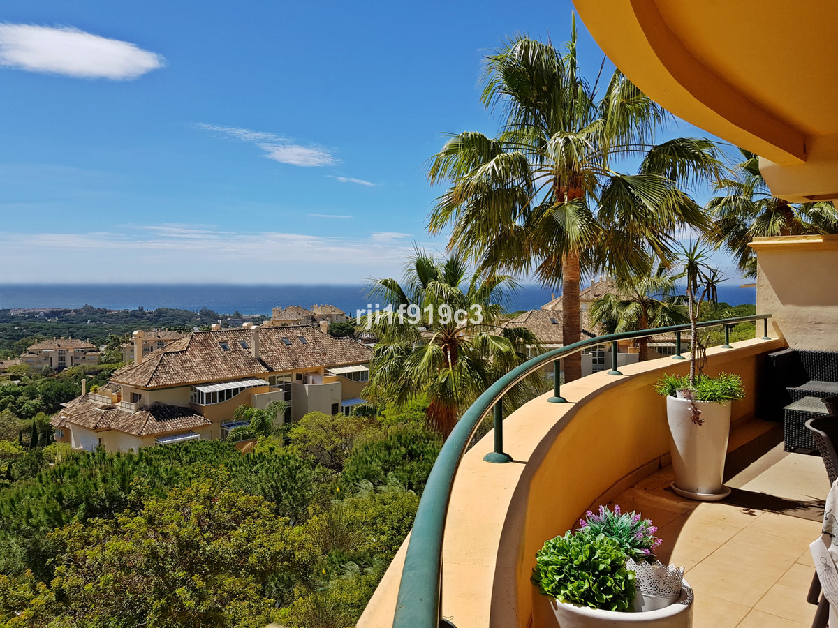Spacious middle floor apartment in Elviria Hills situated in the highest part of the urbanization of,Spain