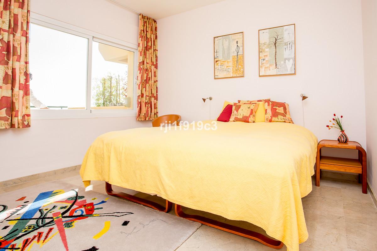 Apartamento en Venta en Elviria – R2347544