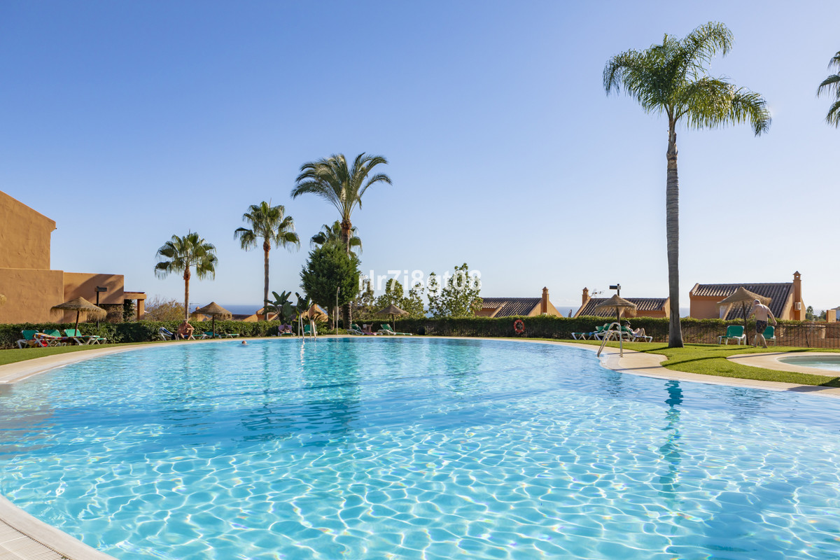 Los Lagos de Santa Maria is a very well kept frontline golf urbanization. Offering a large swimming ,Spain