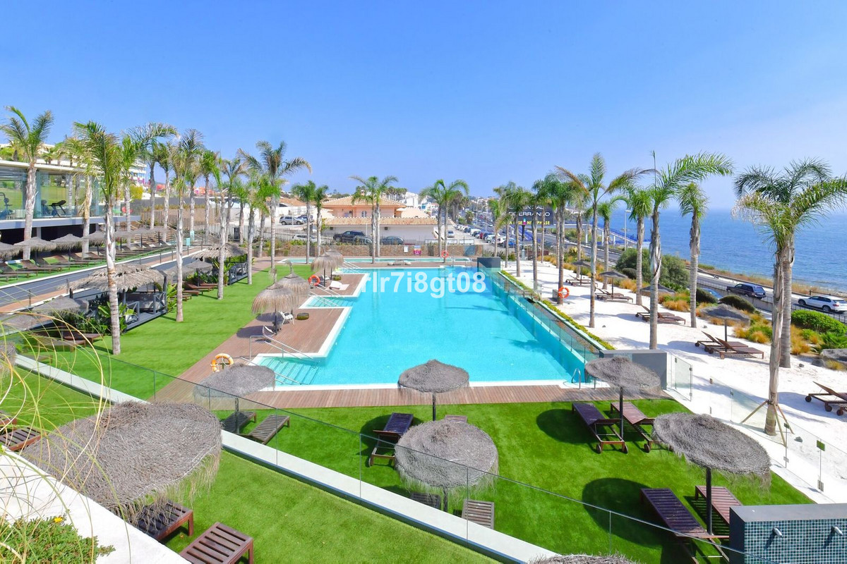 Luxurious and spacious 3 bedroom and 3,5 bathroom unit with breathtaking open sea views. Located min,Spain