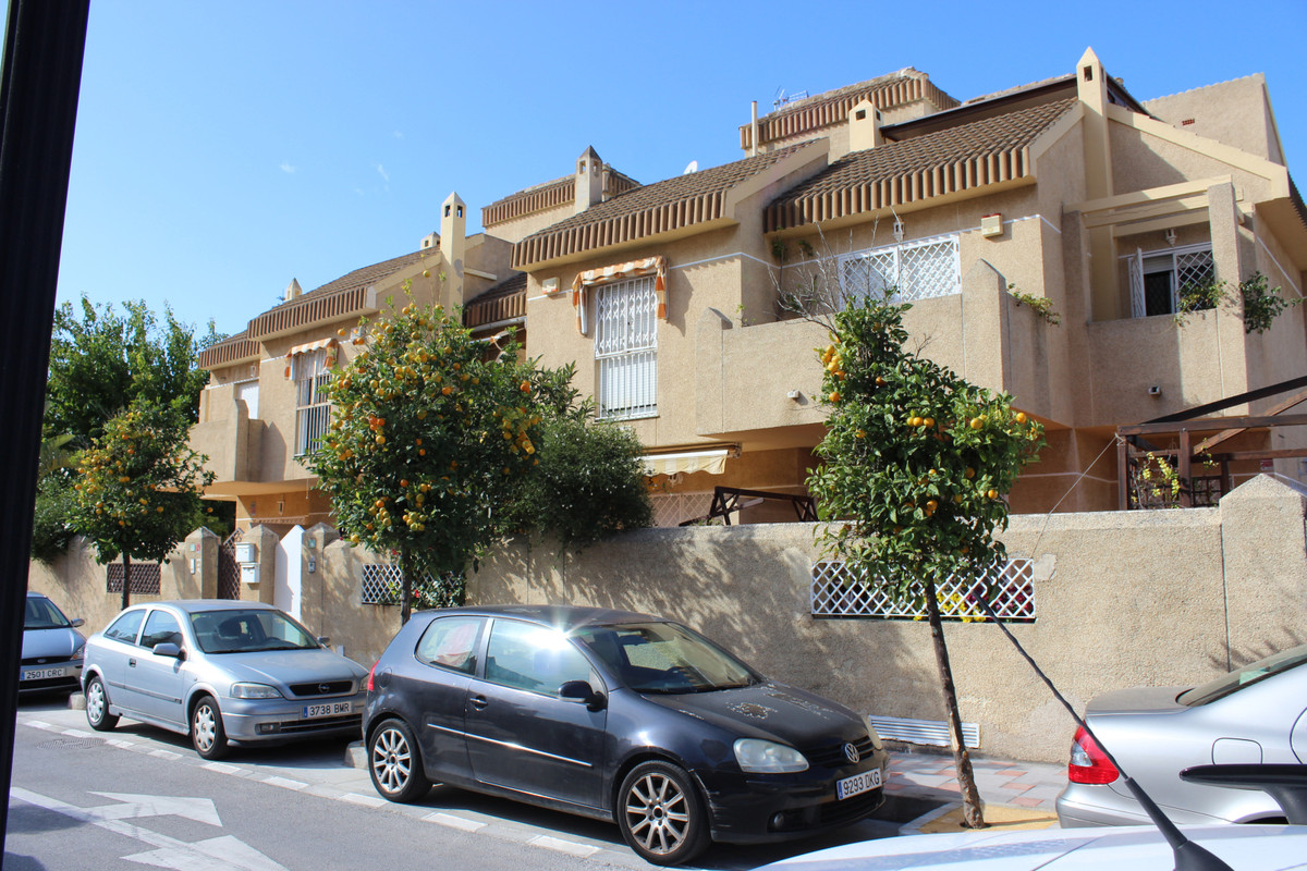 Semi detached house in the center of Fuengirola, walking distance to all amenities and the bech is j,Spain
