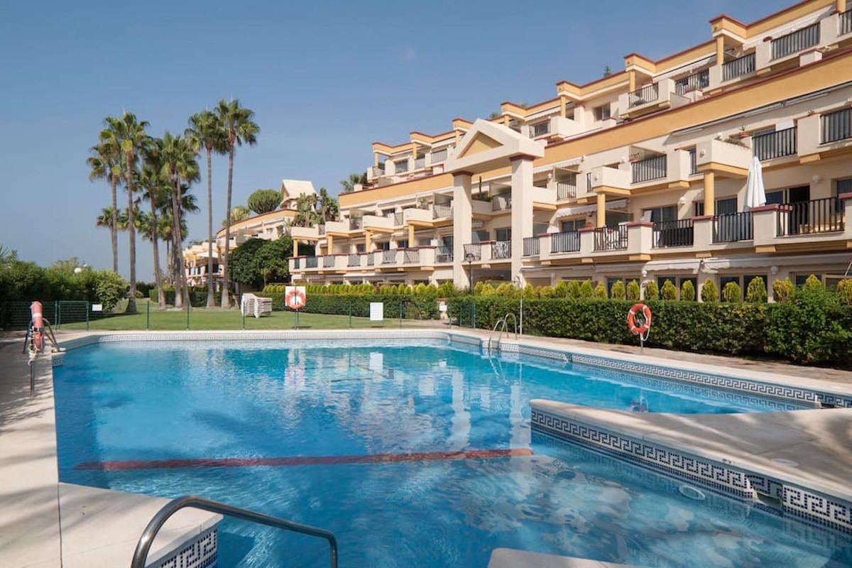Marbella Banus Apartamento Planta Media en Venta en Elviria – R3507154