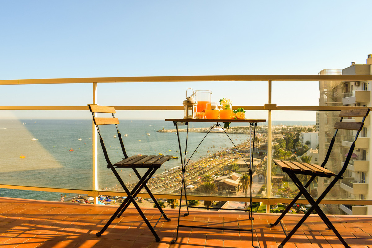 This is a fantastic opportunity to acquire a unique beach penthouse in a brilliant location and with,Spain