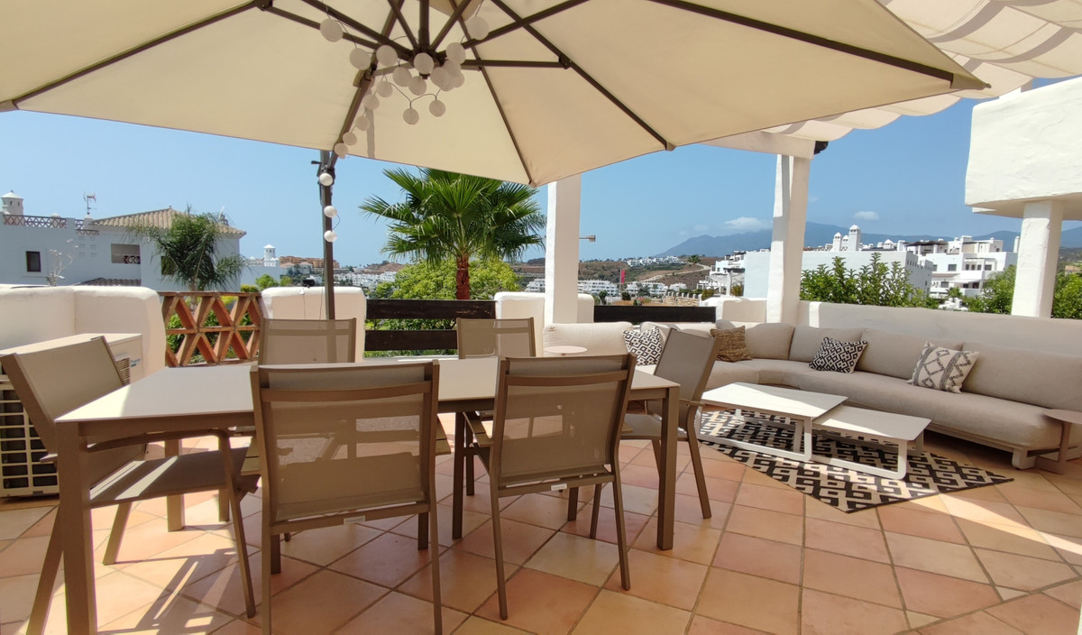 Superb corner apartment, ready to move intoset in a beautiful Mediterranean style complex. Located i,Spain