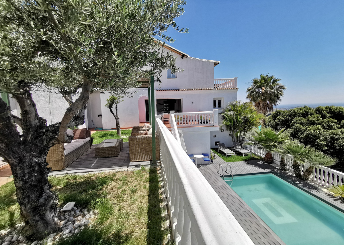 For those who are dreaming to run their bed&breakfast in Andalucia, we've found this gem ! ,Spain