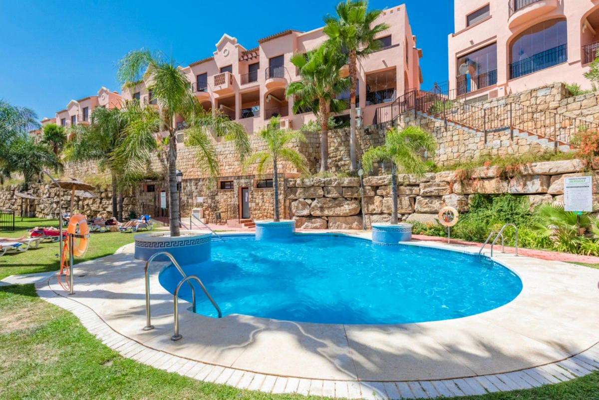 Luxury townhouse set in a beautiful gated residential complex of 40 house. The property offers great,Spain