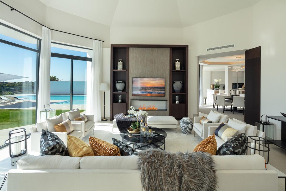 House in Aloha R3702695 20