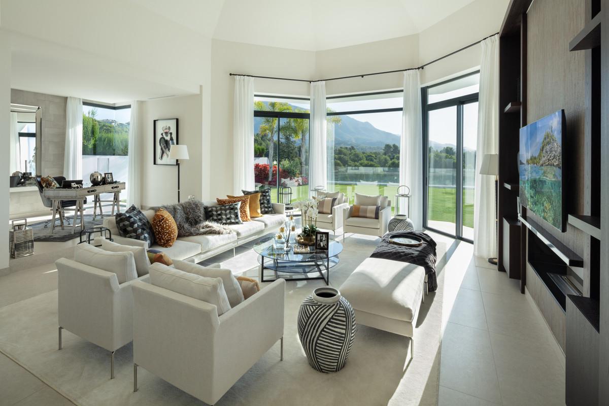 House in Aloha R3702695 26