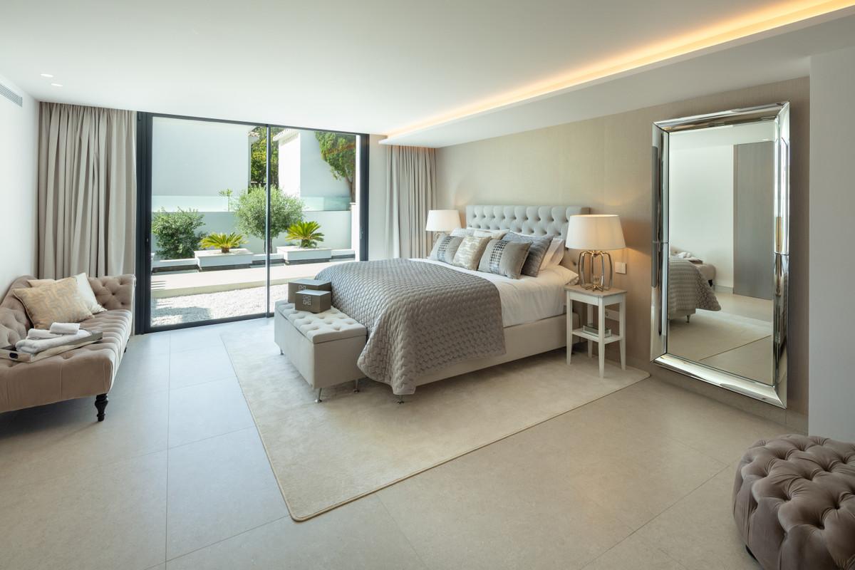House in Aloha R3702695 8