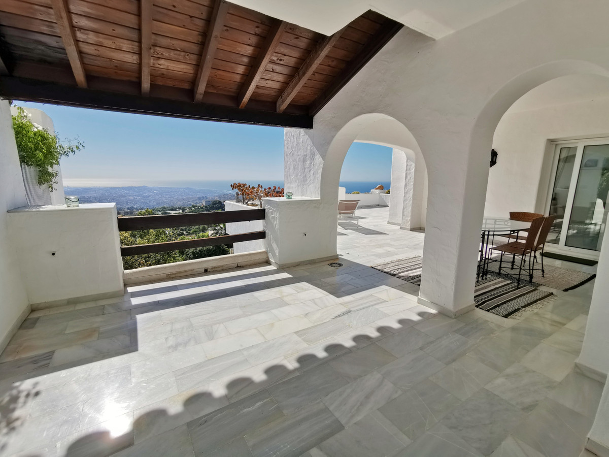 Very nice apartment boasting breathtaking views, located in an exclusive Andalucian type gated compl,Spain